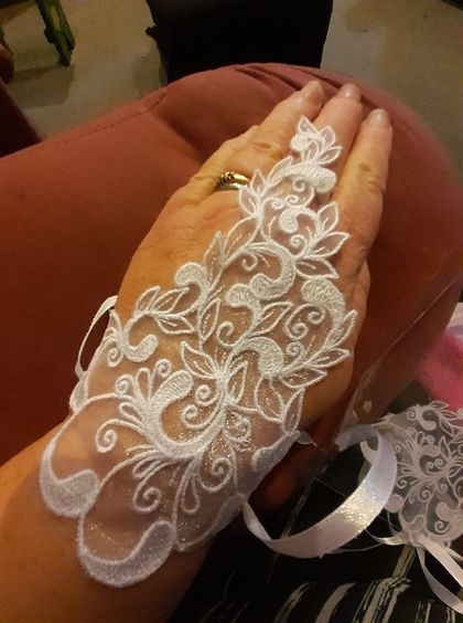 Organza embroidered gloves