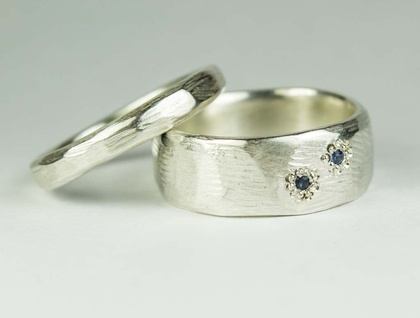 Pair of carved rings in Sterling Silver, with Ceylon Sapphire