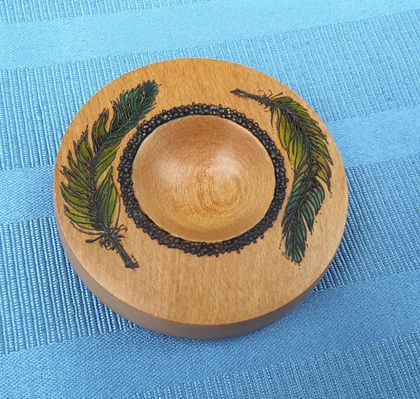 Handturned support spindle bowl with decorative detail